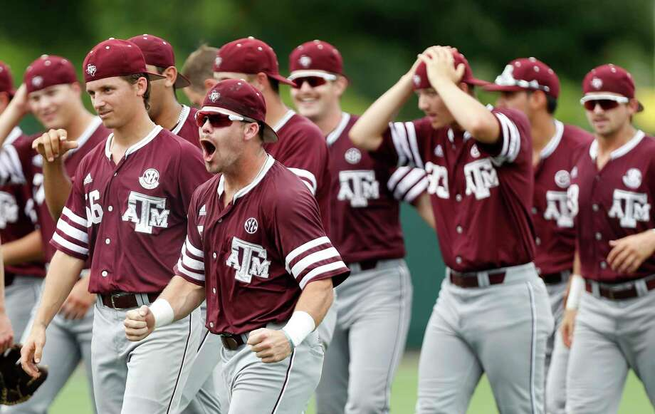 Texas A&M's Logan Foster (5) celebrates with teammates after pulling out a 4-3 win over the Houston Cougars during Game 6 of an NCAA Regional baseball game at Schroeder Park, in Houston, Monday, June, 5, 2017.   ( Karen Warren / Houston Chronicle ) Photo: Karen Warren, Staff Photographer / 2017 Houston Chronicle