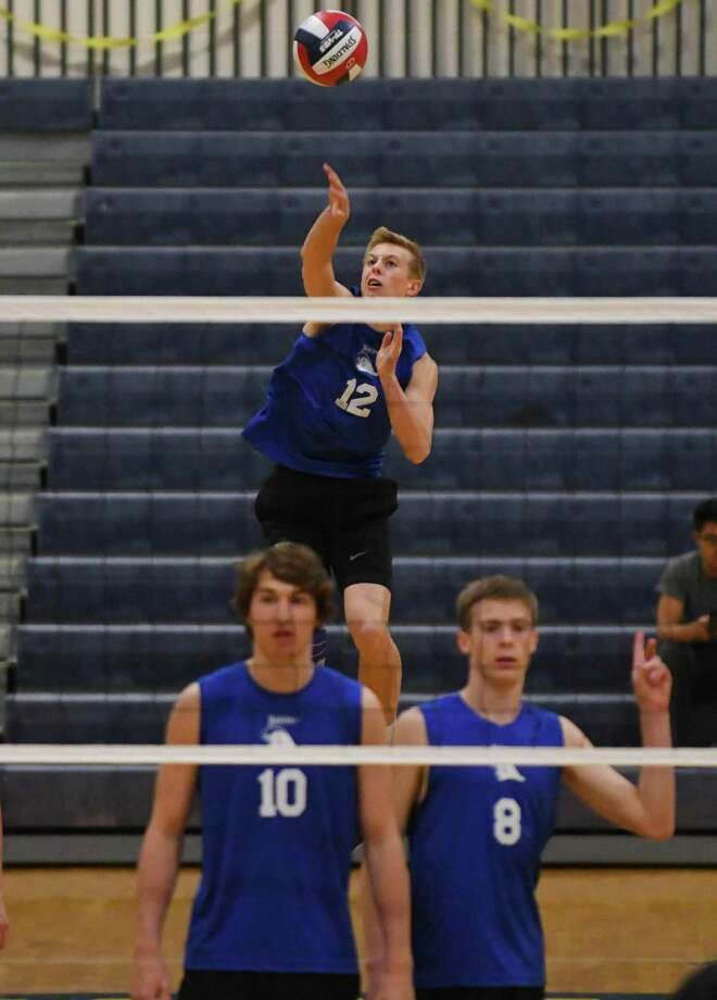 Darien's Tim Herget serves during Thursday's night's Class L volleyball championship against East Hartford in East Haven. Photo: Gregory Vasil / For Hearst Connecticut Media / Connecticut Post Freelance