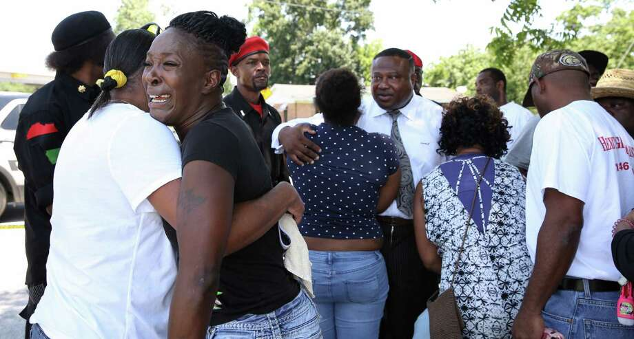 Family and close friends of Gerean Brown react to hearing the news that police had found a motorcycle and a body believed to be Brown's nearby. Last seen leaving a club near his Fifth Ward home, 26-year-old Brown had been missing for 10 days. Photo: Yi-Chin Lee / Houston Chronicle, GereanBrown / Houston Chronicle 2017
