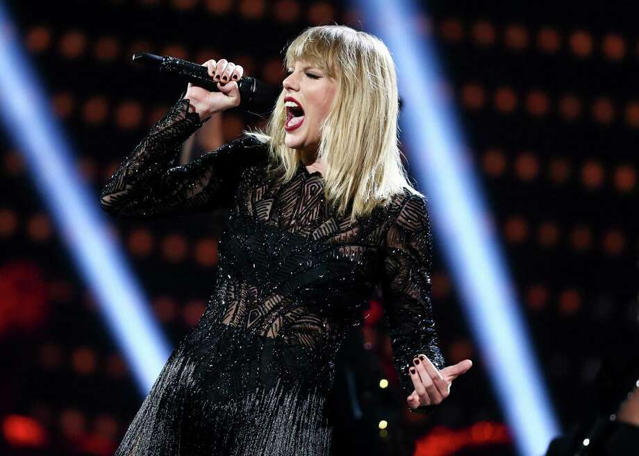 """Taylor Swift's full catalog, including """"1989,"""" is returning to all streaming platforms on Friday. Photo: John Salangsang, INVL / 2017 Invision"""