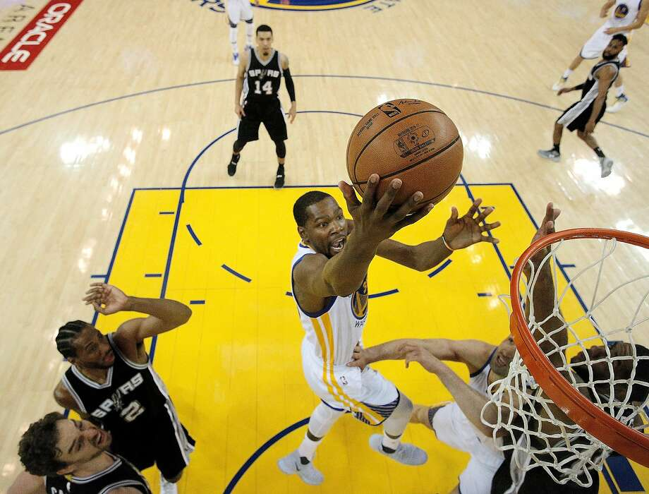 Kevin Durant (35) puts up a shot in the first half as the Golden State Warriors played the San Antonio Spurs at Oracle Arena in Oakland in Game 1 of the 2017 Western Conference Finals. The Warriors defeated the Spurs 113-111. Photo: Carlos Avila Gonzalez, The Chronicle