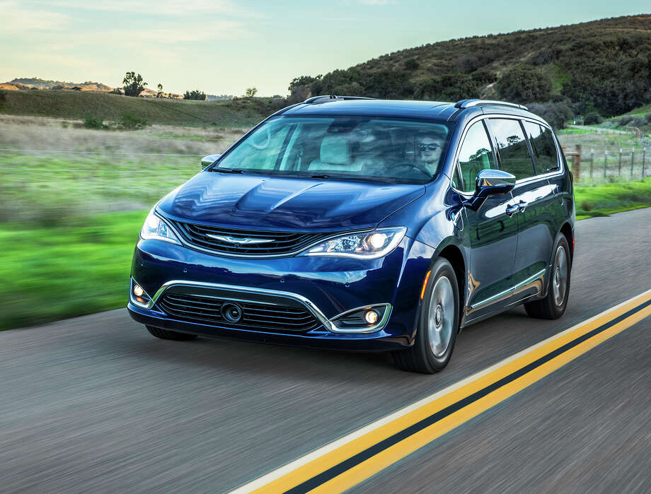 Fog lamps, LED daytime running headlamps and taillights, as well as body-colored power mirrors are standard on the Chrysler Pacifica hybrid platinum. The charging port is incorporated in the driver's side front quarter panel. Photo: Chrysler