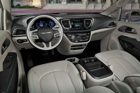 The Pacifica Hybrid Platinum Has Standard 8 4 Inch Uconnect Infotainment Screen Heated Na Leather