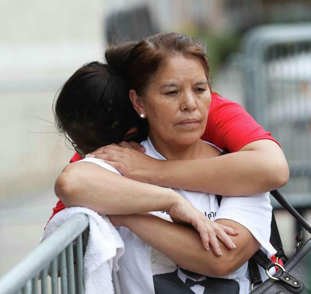 John hernandez state farm agent - Maria Toral In Red Whose Husband John Hernandez Died After A Confrontation