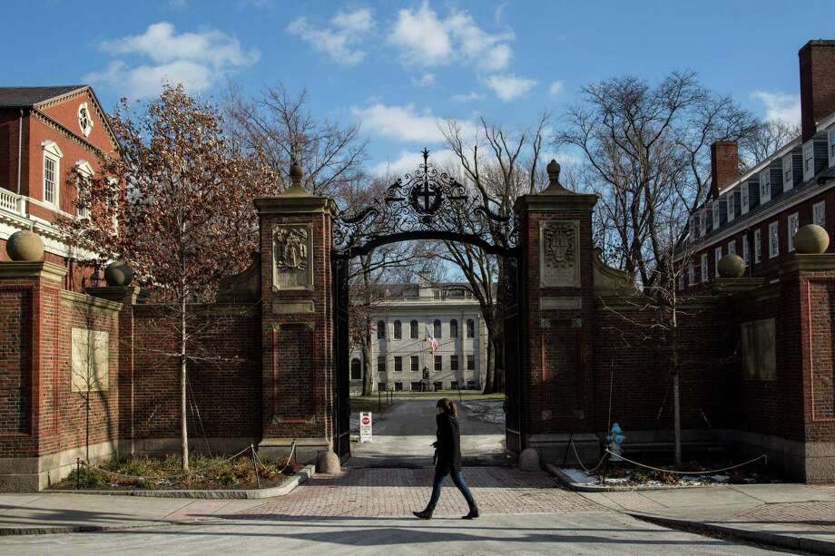 Harvard University in Cambridge, Mass., rescinded the admissions of 10 students who had participated in an offensive chat online. This is a lesson in consequences. Photo: CHARLIE MAHONEY /NYT / NYTNS
