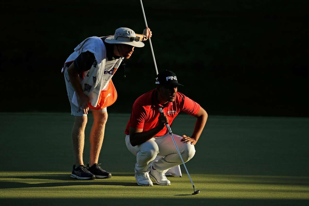 MEMPHIS, TN - JUNE 08: Sebastian Munoz of Colombia lines up the putt on the 18th hole during the first round of the FedEx St. Jude Classic at TPC Southwind on June 8, 2017 in Memphis, Tennessee. (Photo by Andy Lyons/Getty Images)