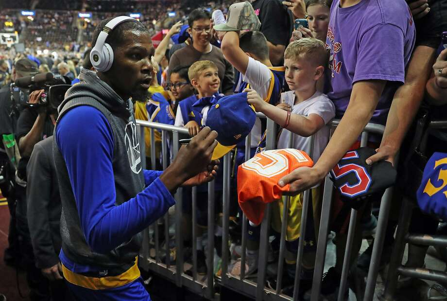 Golden State Warriors' Kevin Durant signs an autograph before Warriors play Cleveland Cavaliers in Game 4 of NBA Finals at Quicken Loans Arena in Cleveland, Ohio, on Friday, June 9, 2017. Photo: Scott Strazzante, The Chronicle