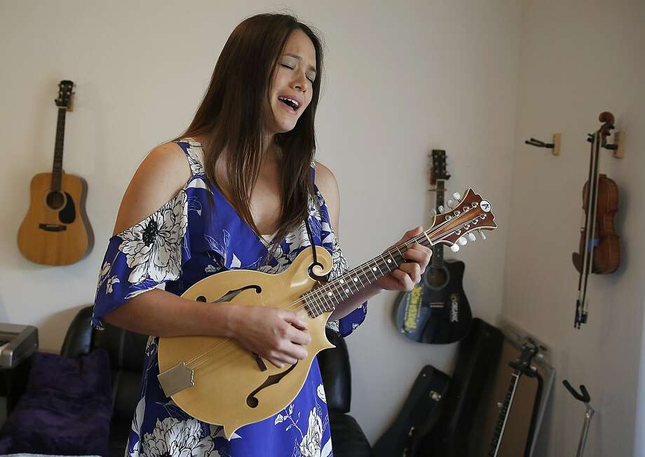 Bluegrass musician AJ Lee sings at home  in Santa Cruz. Photo: Liz Hafalia, The Chronicle