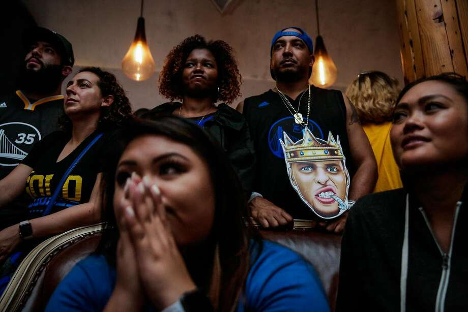 Golden State Warriors fans watch the fourth quarter of Game 4 of the NBA Championship between the Golden State Warriors and the Cleveland Cavaliers at Era Lounge and Bar in Oakland, California, on Friday, June 9, 2017. Photo: Gabrielle Lurie, The Chronicle