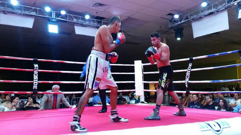 Rodolfo Gomez (left) and Enrique Neira back battle Saturday night June 10, 2017, at the San Antonio Event Center. Photo: John Whisler, Express-News