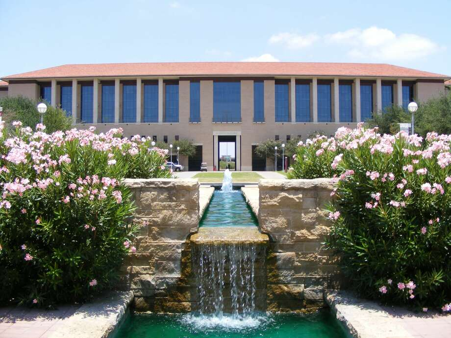The water fountain at Texas A&M International University is shown. Photo: Wikimedia Commons