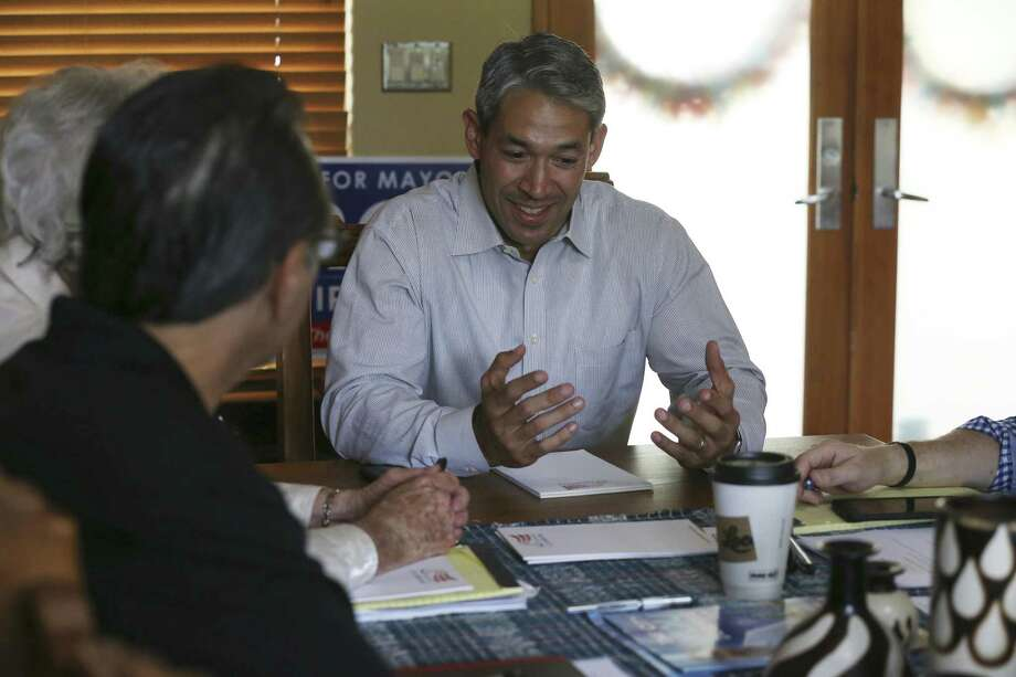 Mayor-elect Ron Nirenberg meets with his transition team at his house. Readers offer the new mayor both luck and advice. Photo: JERRY LARA /San Antonio Express-News / © 2017 San Antonio Express-News