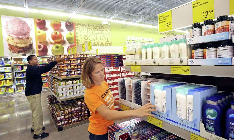 Johnny Diaz and Amanda Kindle stock shelves in preparation for the August 2012 opening of Aldi in Danbury, Conn. On June 12, 2017, Aldi announced plans to add as many as 1,200 U.S. stores hiring 25,000 people. Photo: Michael Duffy / Michael Duffy / The News-Times