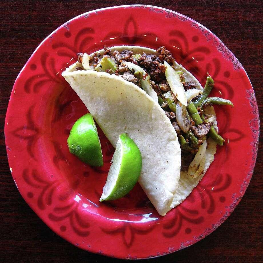 Taco Estilo GTO with beef, chorizo, grilled onions and nopales on a handmade corn tortilla from Las Sabrosas de Guanajuato. Photo: Mike Sutter /San Antonio Express-News