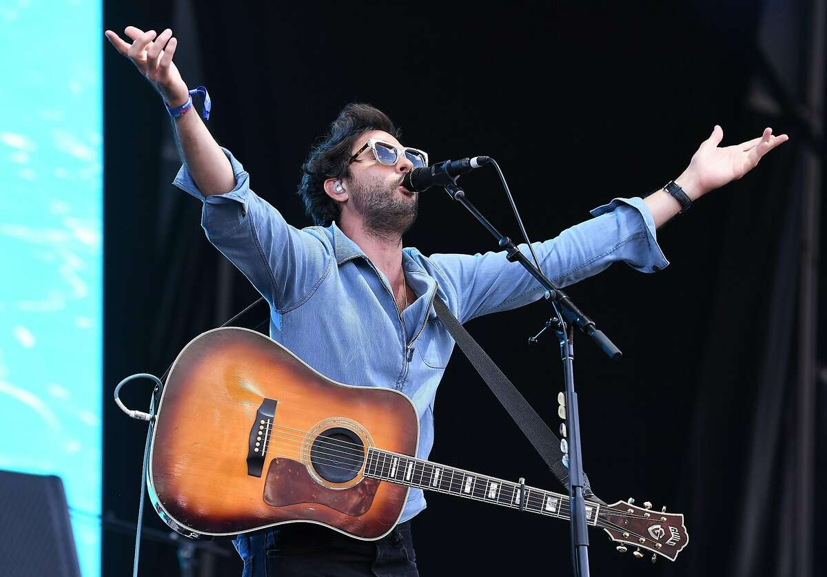 Jonathan Russell of The Head and the Heart performs onstage during 2017 Governors Ball Music Festival at Randall's Island on June 3, 2017 in New York City. / AFP PHOTO / ANGELA WEISSANGELA WEISS/AFP/Getty Images