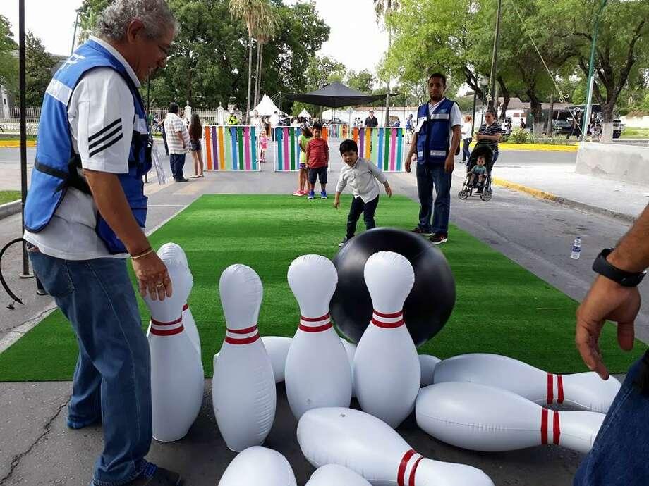 Autoridades de Nuevo Laredo, cerraron la avenida Paseo Colón para instalar varias actividades recreativas para los residentes. Photo: Foto De Cortesía