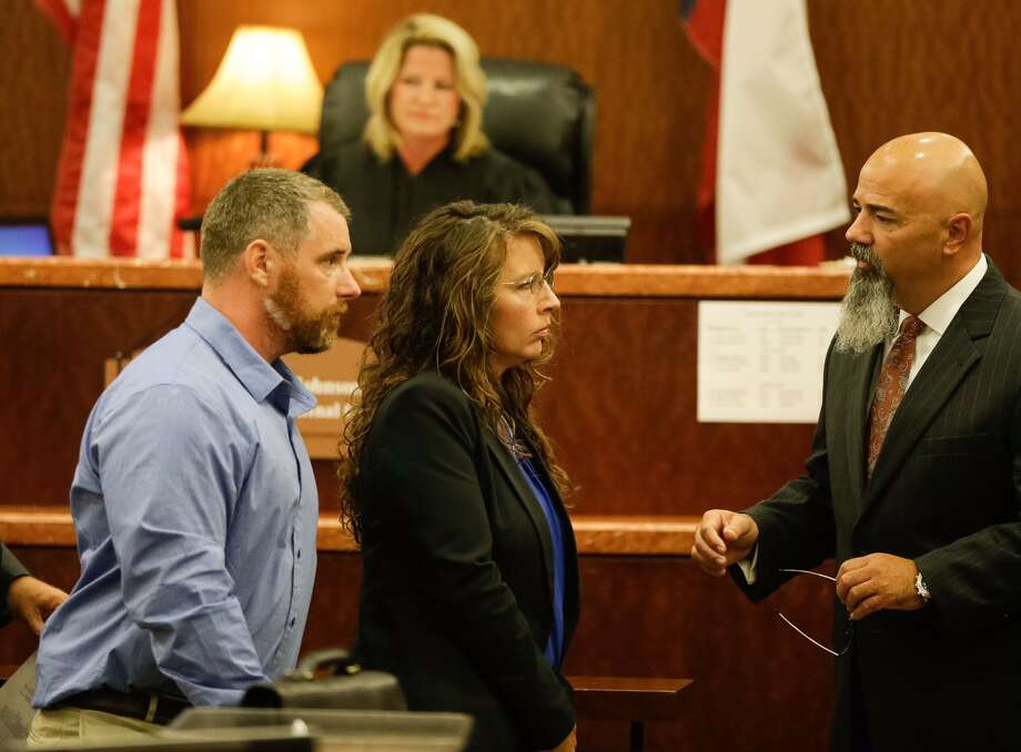 Harris County Sheriff's deputy Chauna Thompson and her husband, Terry Thompson, talk to attorney Greg Cagle, right, in court, Tuesday, June 13, 2017. The couple were indicted on murder charges in the death of John Hernandez who died in the hospital on May 31 following the May 28 confrontation with the couple outside a Denny's restaurant. A medical examiner ruled that he died of lack of oxygen to the brain caused by strangulation and chest compression. Photo: Melissa Phillip, Houston Chronicle
