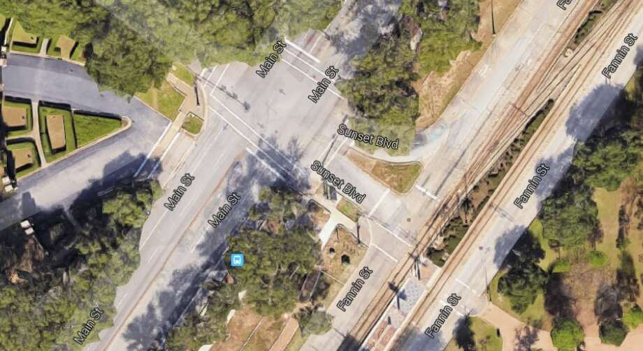 While this intersection is heavily used by people on bikes and pedestrians going to and from Rice University, Hermann Park and the Metro station, it is clearly a space designed heavily to prioritize automobile traffic. Photo: Kinder Institute For Urban Research
