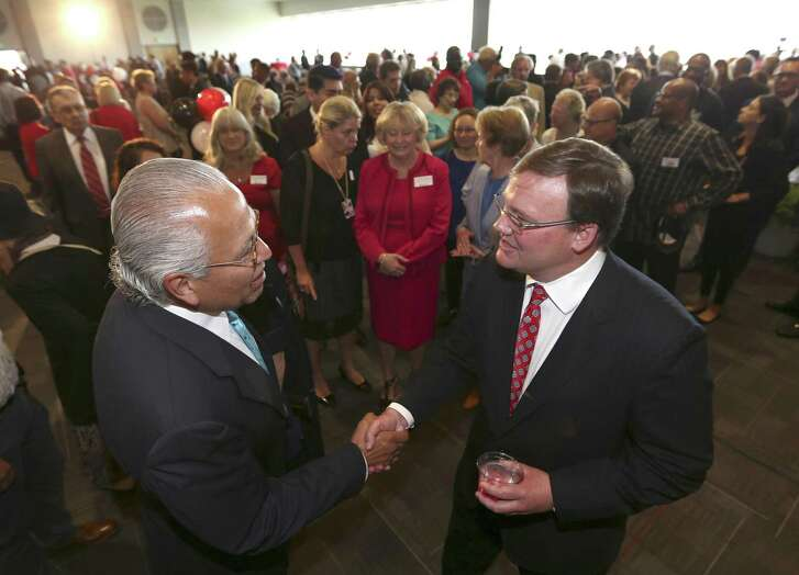 Former congressman Henry Bonilla, left, shakes hands Tuesday, June 13, 2017 with newly-hired University of the Incarnate Word president Thomas Evans after a press conference where Thomas was introduced to the UIW community.