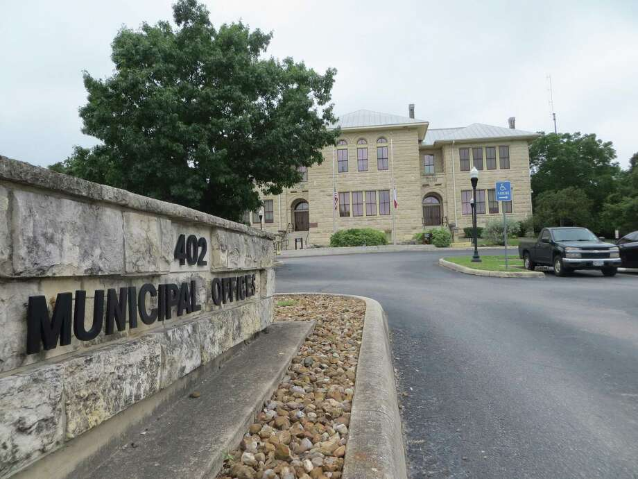 The current Boerne City Hall moved in 1951 to a former schoolhouse built in 1910. Photo: Zeke MacCormack / Staff