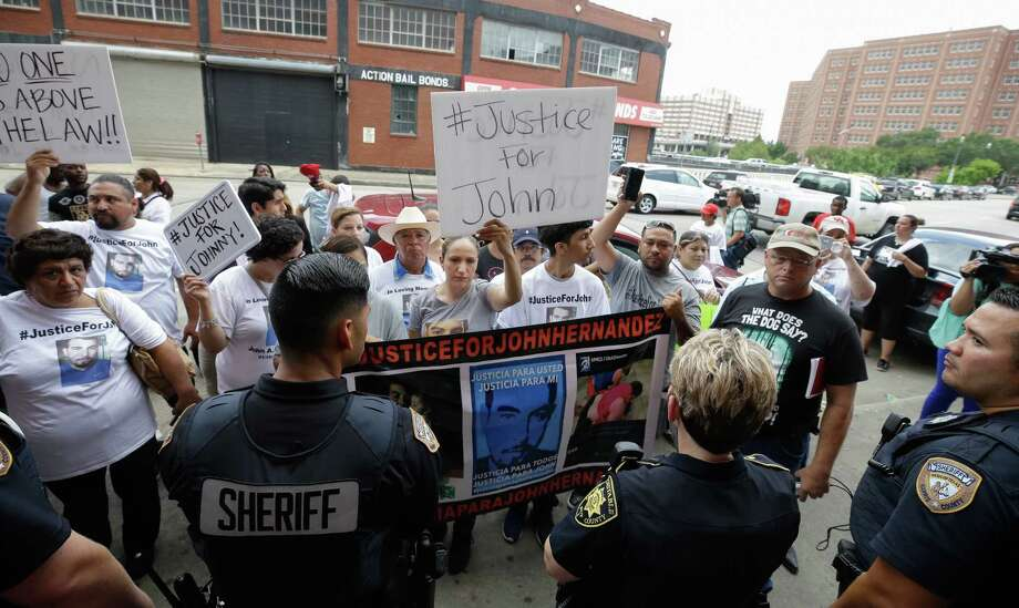 John Hernandez supporters protest outside Harris County Annex 21 after the court appearance of Harris County sheriff's deputy Chauna Thompson and her husband, Terry. Photo: Melissa Phillip, MBO / Houston Chronicle 2017
