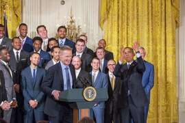 WASHINGTON, DC - On Thursday, February 4, Golden State Warriors head basketball coach Steve Kerr speaks in the East Room of the White House as the team looks on and President Obama pretends to shoot a jumper. (Photo by Cheriss May/NurPhoto) (Photo by NurPhoto/NurPhoto via Getty Images)