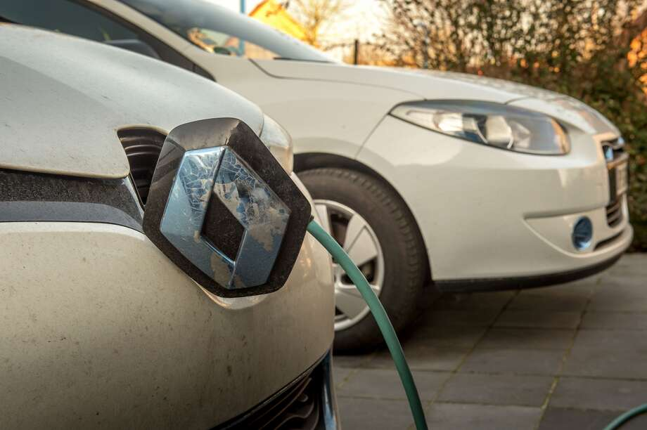 Electric vehicles, even compared with hybrids, can bring about clear-cut reductions in carbon emissions. Photo: Philippe Huguen / Getty Images