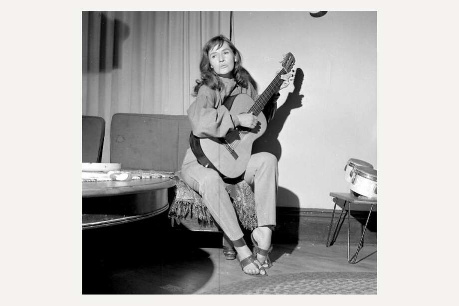 Folksinger Rosalie Sorrels in the early 1960s, before she came to the public's attention. Photo: University Of Utah, TNS