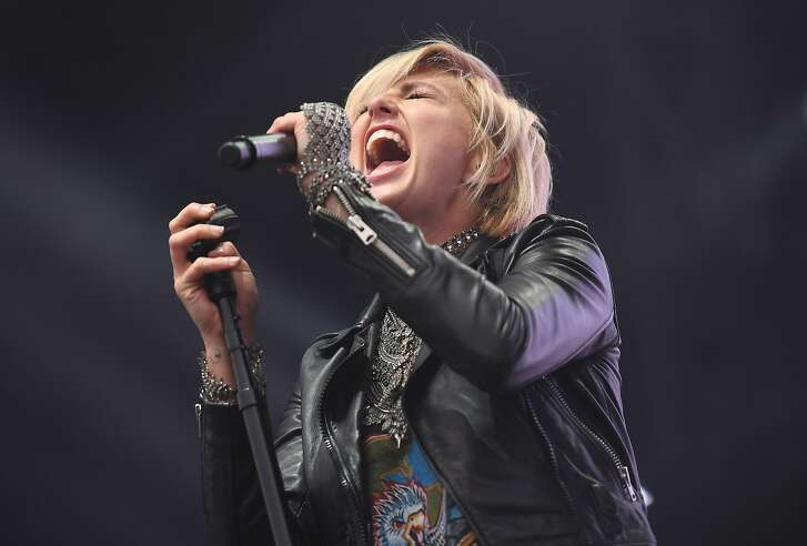 Sarah Barthel of Phantogram performs during 2017 Governors Ball Music Festival at Randall's Island on June 4, 2017 in New York City. / AFP PHOTO / ANGELA WEISSANGELA WEISS/AFP/Getty Images