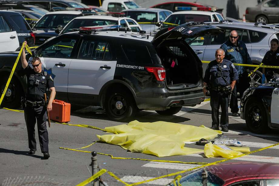 Police officers stand by a dead body at the scene of a fatal shooting at 17th Street and San Bruno Avenue in San Francisco, California, on Wednesday, June 14, 2017. Photo: Gabrielle Lurie, The Chronicle