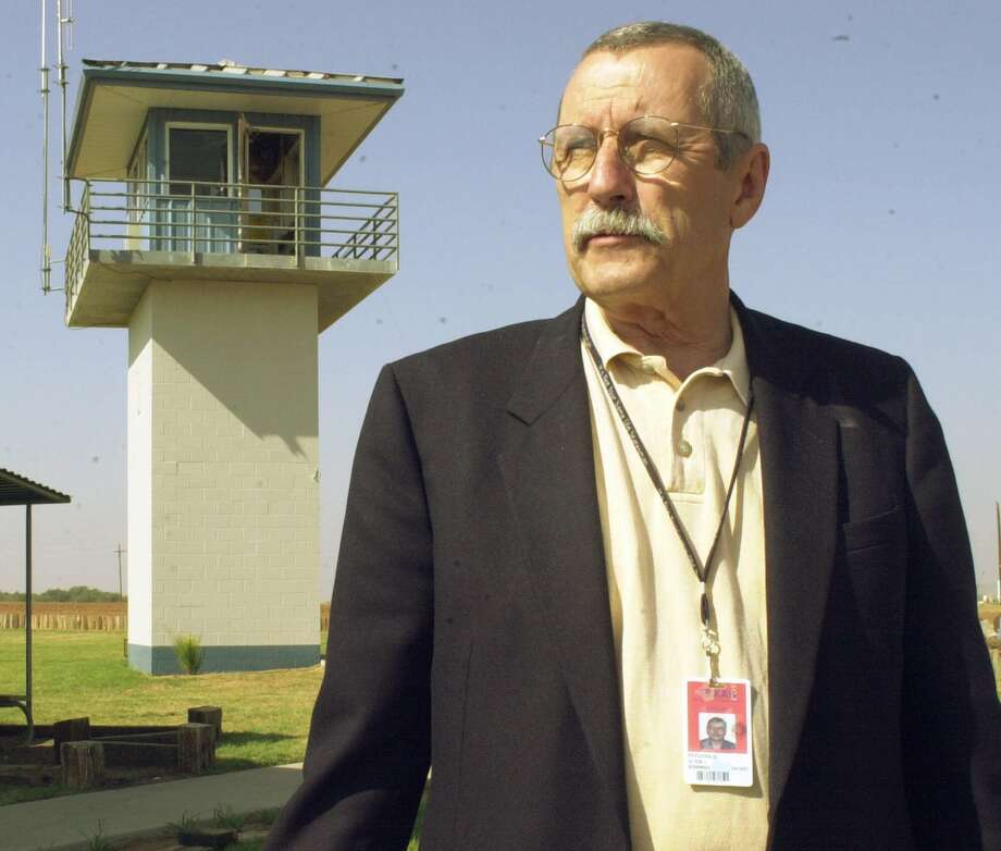 Texas Department of Criminal Justice spokesman Larry Fitzgerald, at the Smith Unit in Lamesa in 2000, witnessed 219 executions during his tenure. Photo: JIM WATKINS, MBR / AVALANCE-JOURNAL
