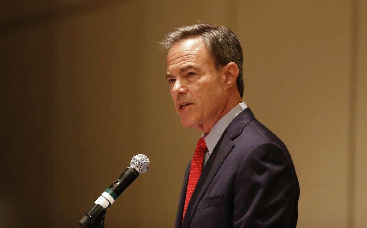 Texas business leaders opposed to transgender bathroom legislation have thrown their weight behind House Speaker Joe Straus of San Antonio, who opposes the proposed law.
