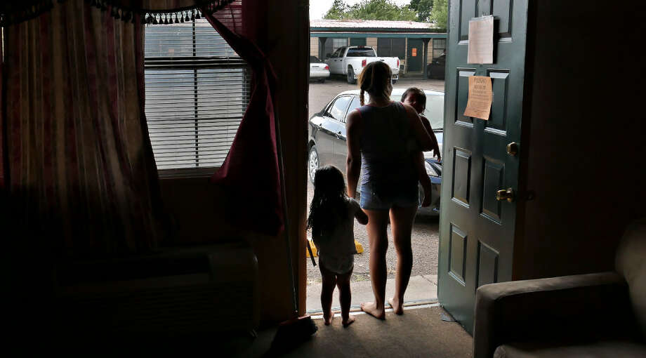 Undocumented immigrants are having the hardest time with trying to relocate from the Dellwood Apartments due to their immigration status. Photo: Ulysses S. Romero/Laredo Morning Times