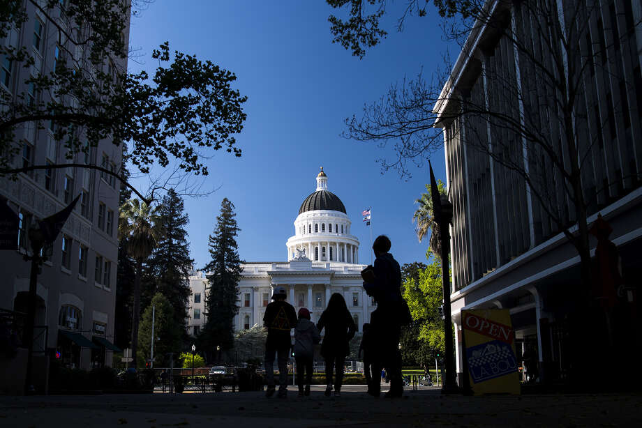 Pedestrians pass the California State Capitol building in Sacramento. ( Photo: David Paul Morris/Bloomberg) / Bloomberg