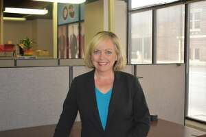 San Antonio TV viewers will be treated to a familiar television news face of yesteryear, starting Thursday, when Donna Parker, formerly a reporter/anchor at KSAT, will do reporting for KLRN's local ARTS show.