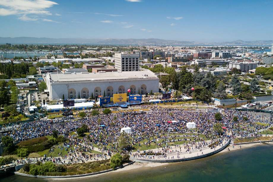 The Golden State Warriors victory parade is seen as it passes Lake Merritt in Oakland, Calif. on Thursday, June 15, 2017. The Warriors beat the Cleveland Cavaliers 4-1 in the NBA Finals to claim their second national title in three years. Photo: Elijah Nouvelage, Special To The Chronicle