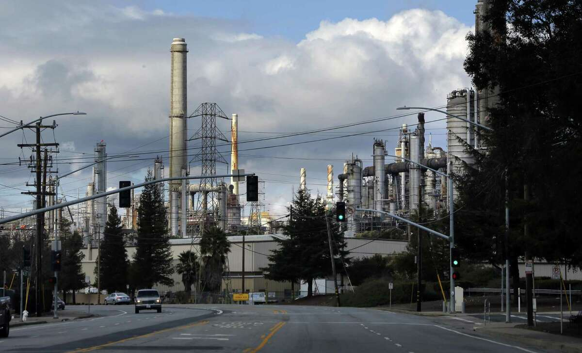 The South Texas refinery would process 55,000-barrels-of-oil a day, much less than this Shell refinery in California, which process 158,000 barrels daily.