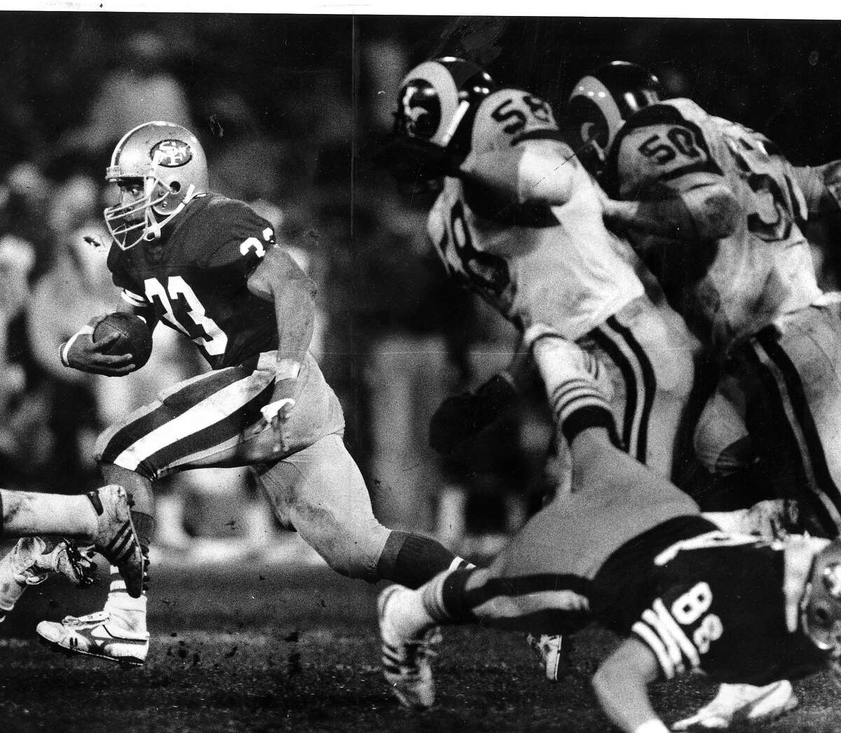 49ers Roger Craig looks for more yards, against the Rams, December 27, 1987