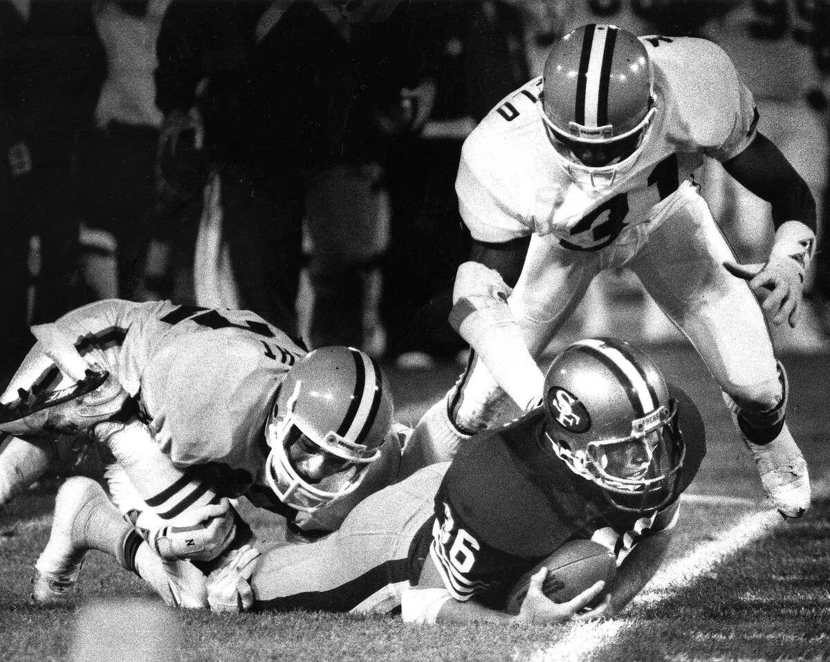 49ers John Frank finishes his gain near the sidelines, November 29, 1987 Photo ran 12/01/1987, p. D3
