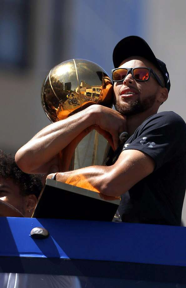 Stephen Curry holds the Larry O'Brien Trophy as the Golden State Warriors celebrated their NBA Championship with a victory parade in Oakland, Calif., on Thursday, June 15, 2017. Photo: Carlos Avila Gonzalez, The Chronicle