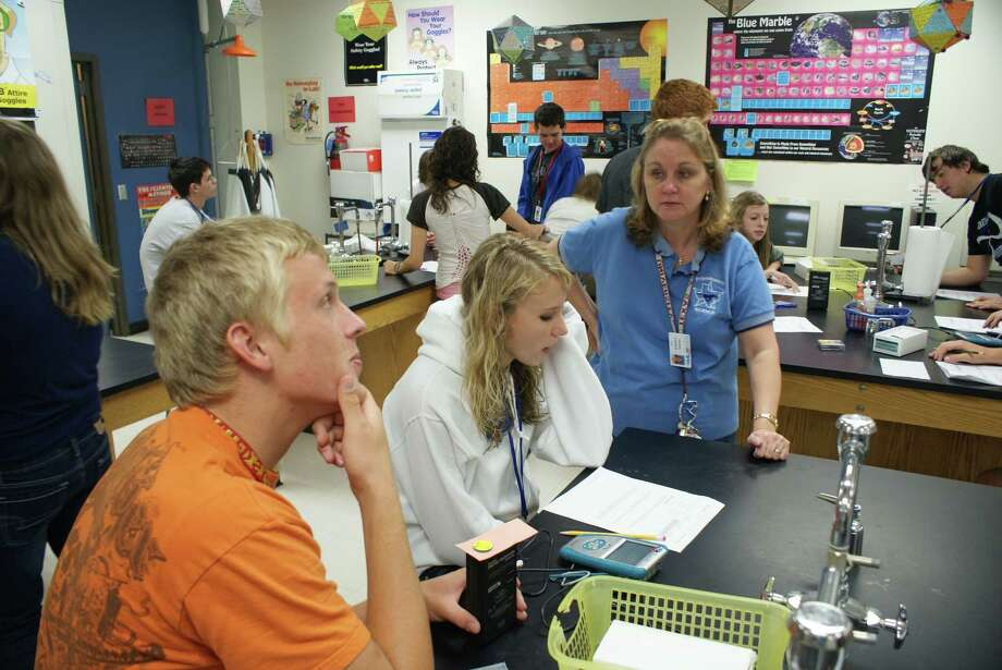 Friendswood High School teacher Theresa Lawrence works with students to calculate their carbon footprint. / Friendswood ISD