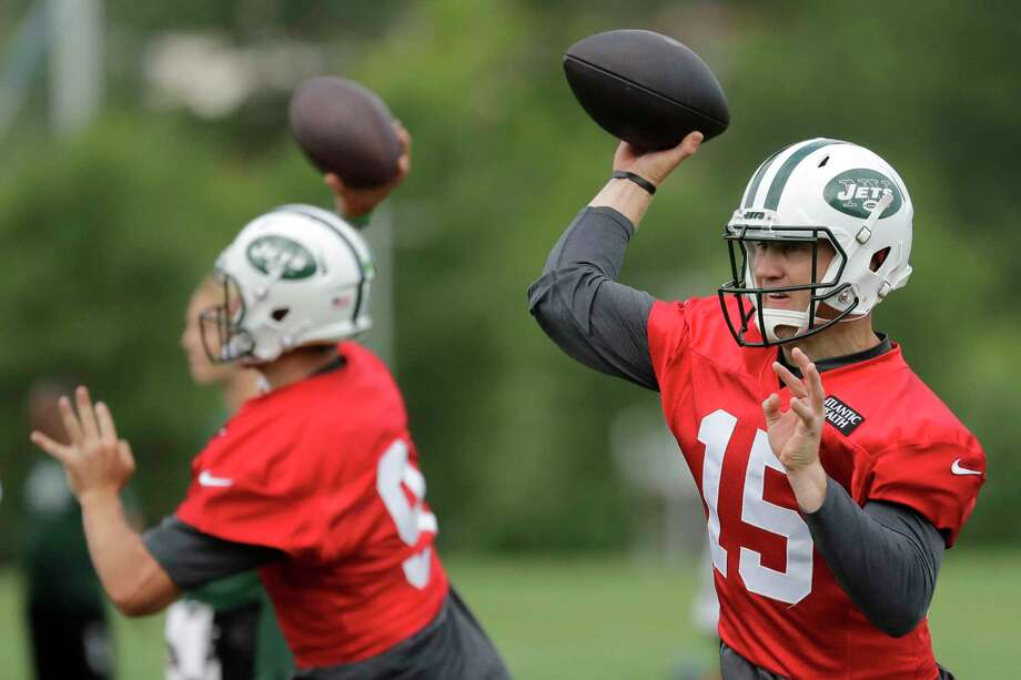 New York Jets' Josh McCown, right, and Bryce Petty throw passes during NFL football practice, Thursday, June 15, 2017, in Florham Park, N.J. (AP Photo/Julio Cortez) ORG XMIT: NJJC112 Photo: Julio Cortez / Copyright 2017 The Associated Press. All rights reserved.
