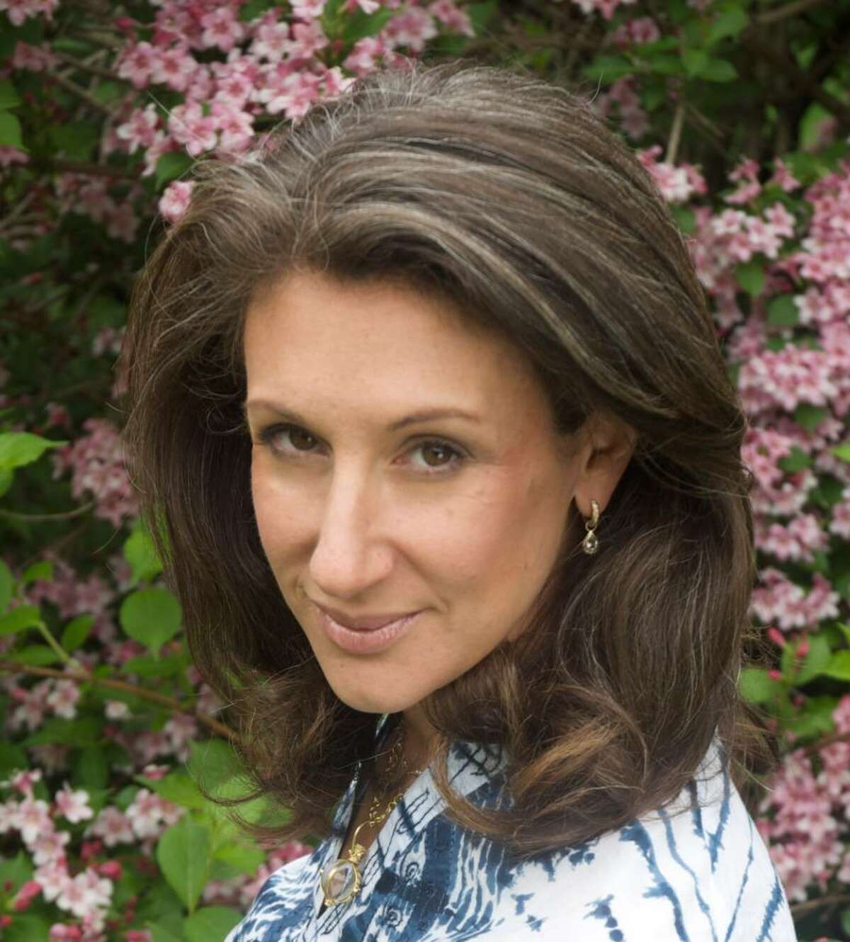 Westport author Jane Green Her latest novel, Promises to Keep, discusses the sustainability of platonic friendships, especially in the throes of dealing with a fatal illness.