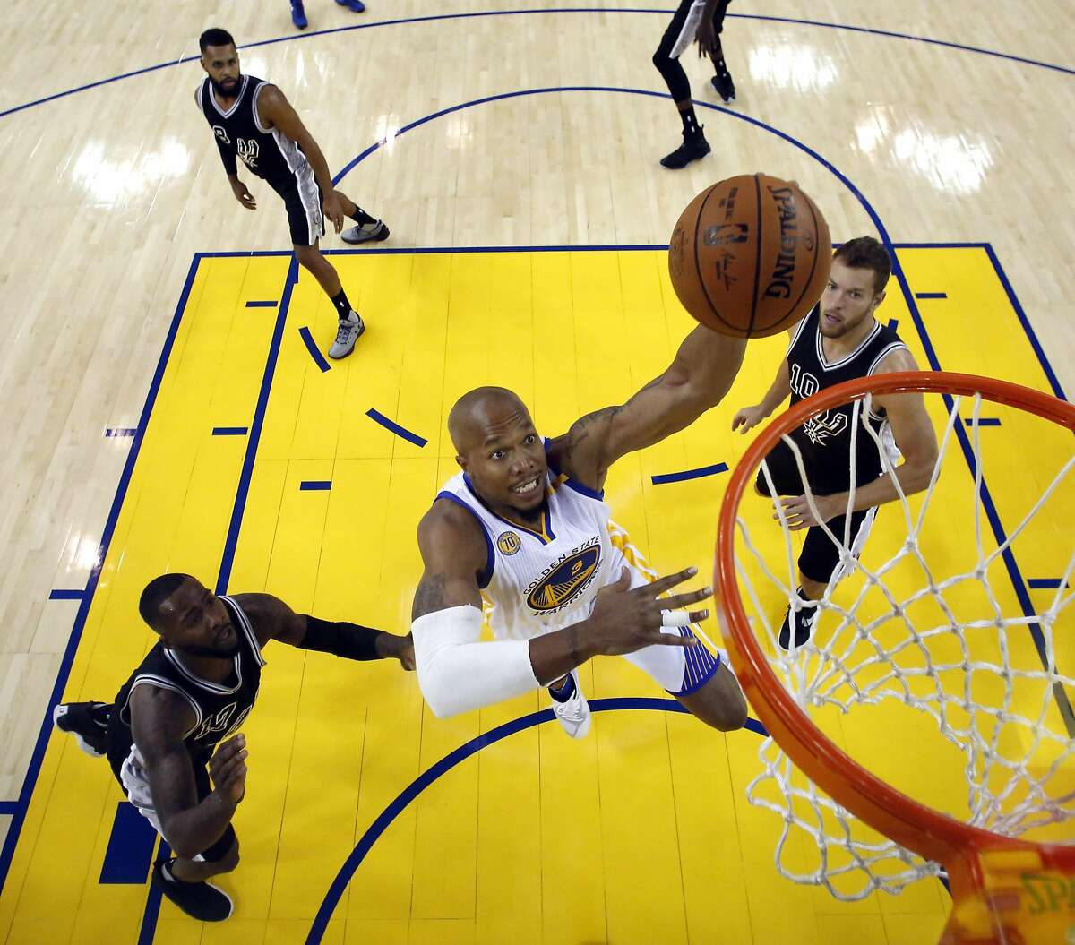David West (3) goes up for a dunk in the first half as the Golden State Warriors played the San Antonio Spurs in their season opener at Oracle Arena in Oakland, Calif., on Sunday, October 30, 2016.