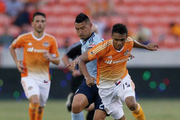 Forward Mauro Manotas, right, and the Dynamo defeated Sporting Kansas City 3-1 in the round of 16 in the 2016 Lamar Hunt U.S. Open Cup.