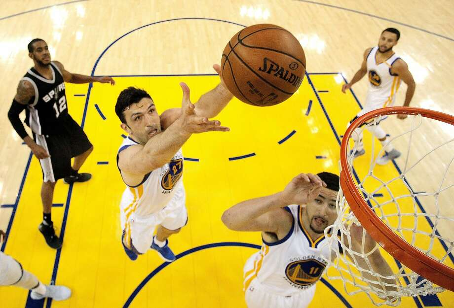 Zaza Pachulia grabs a rebound during the first half of Game 1 against the Spurs in the Western finals. Photo: Carlos Avila Gonzalez, The Chronicle