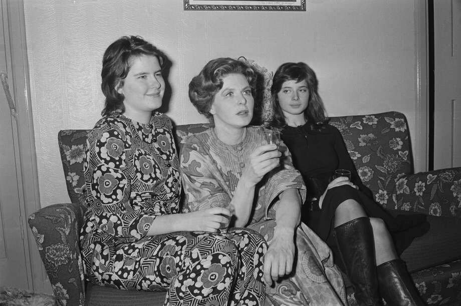 """Feb. 18, 1971: Swedish actress Ingrid Bergman (1915-1982, center) sits with her twin daughters, actress Isabella (right) and academic Isotta Ingrid (left) after Bergman's performance as Lady Waynflete in George Bernard Shaw's """"Captain Brassbound's Conversion"""" at the Cambridge Theatre, London. Photo: P. Felix/Getty Images"""