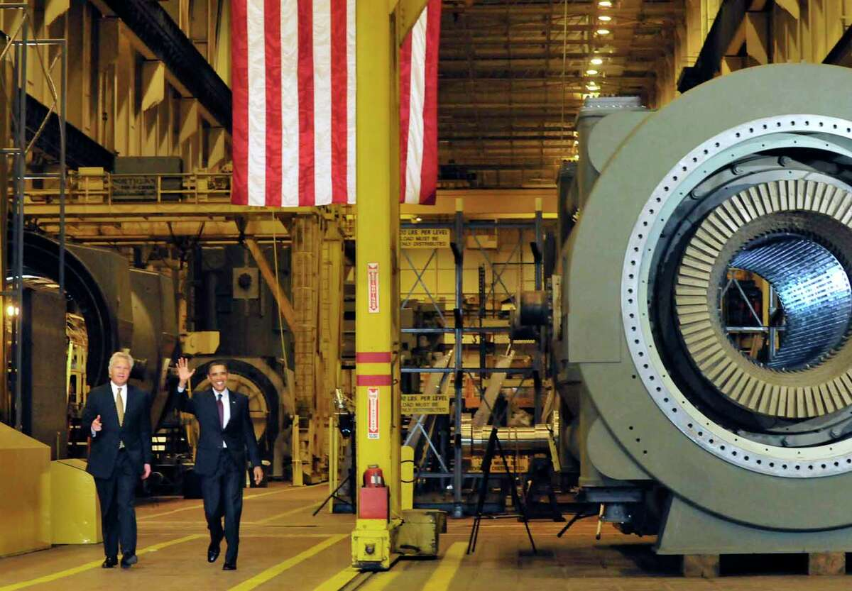 US President Barack Obama arrives with GE CEO Jeff Immelt to speak to a crowd gathered at General Electric in Schenectady Jan. 21, 2011. Obama said he wants to open up Chinese markets to U.S. companies to have