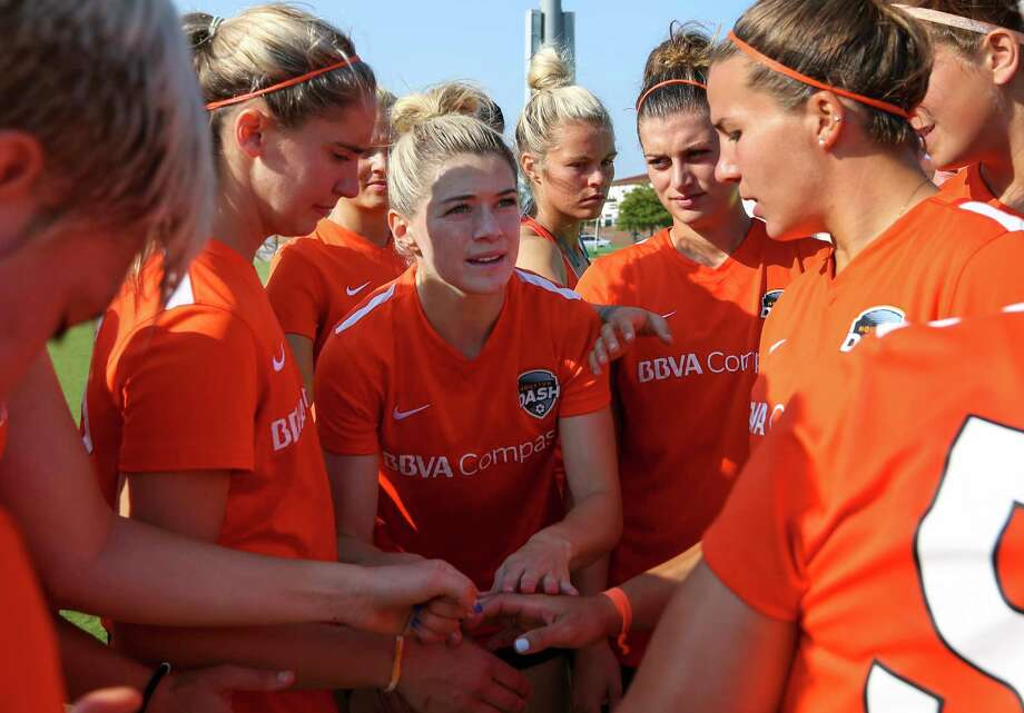 Houston Dash Kealia Ohai gives a brief pep talk to her teammates during a huddle before a practice scrimmage at Houston Sports Park Saturday, June 10, 2017, in Houston. Photo: Yi-Chin Lee, Houston Chronicle / © 2017  Houston Chronicle