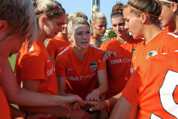 695daea0ede8 1of45Houston Dash Kealia Ohai gives a brief pep talk to her teammates  during a huddle before a practice scrimmage at Houston Sports Park  Saturday